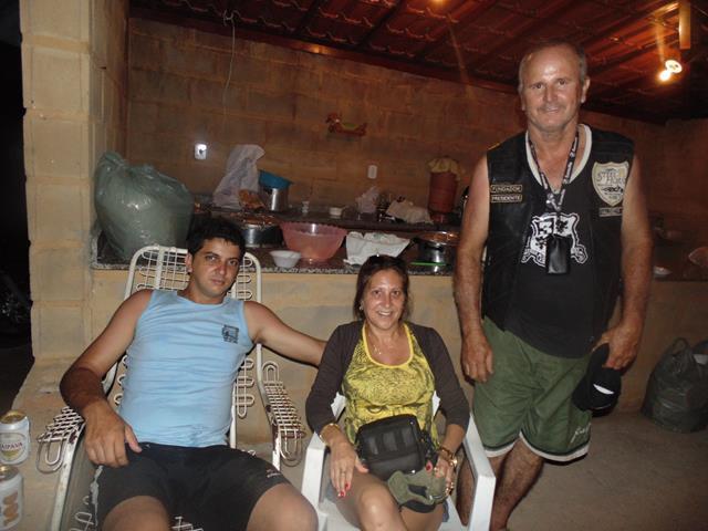 Abimael e Neidinha juntamente com o organizador da festa e criador do Moto Clube stell Horse Valdecir